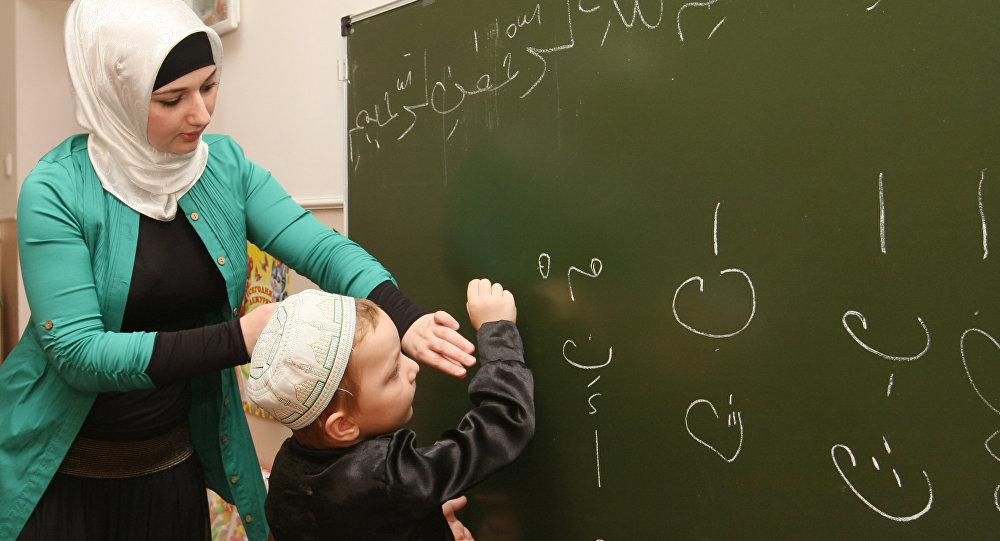 واقع اللغة العربية...تشويه وإهمال رغم التصريحات الرسمية عن حمايتها