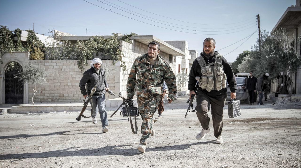 واشنطن تلقي أسلحة وذخائر لفصائل سورية معارضة