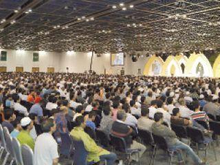 محاضرة باللغة الإنجليزية في الملتقى الرمضاني تجذب الآلاف