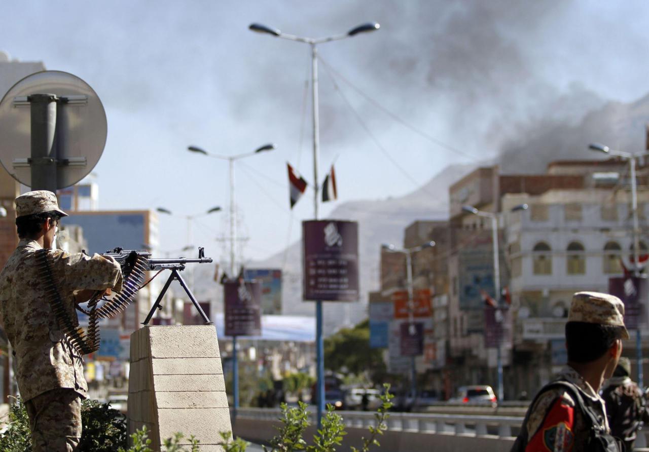 المقاومة الشعبية تنتزع مطار عدن و خور مكسر من يد الحوثيين