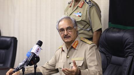 حفتر يقول لن يعمل مع حكومة الوفاق الليبية قبل حل الميليشيات