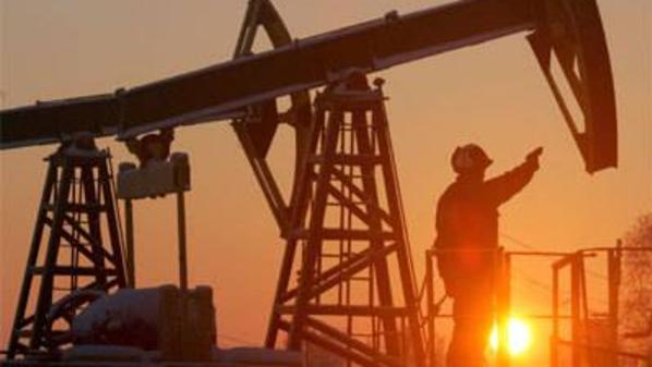 تراجع أسعار النفط الخام من أعلى مستوياته في أسبوعين