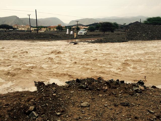 الأمطارتقطع التيار الكهربائي عن منطقة الطويين