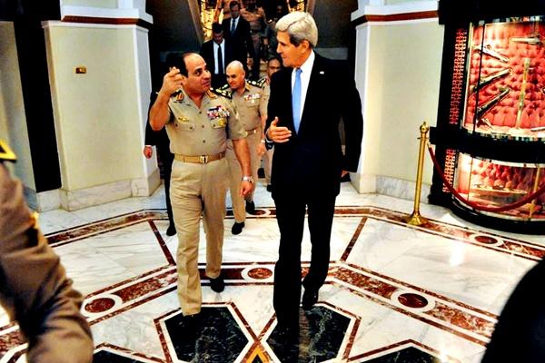 كيري يلتقي ظريف والسيسي قبل انضمامه للقمة الخليجية