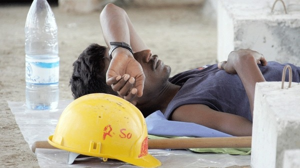 الإمارات تؤكد التزامها بحماية العمال الأجانب بعد انتقاد رايتس وواتش