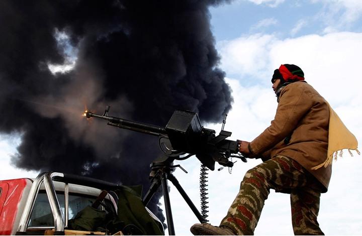 ثوار بنغازي يحاصرون قاعدة حفتر الجوية