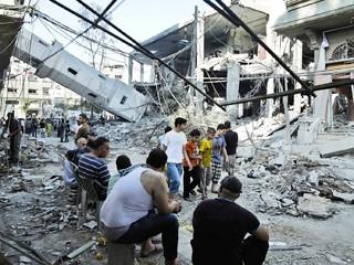 تل أبيب توسع العدوان على غزة وواشنطن تمدها بالذخيرة