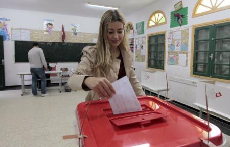 حزب السبسي يؤكد تقدمه في انتخابات الرئاسة التونسية