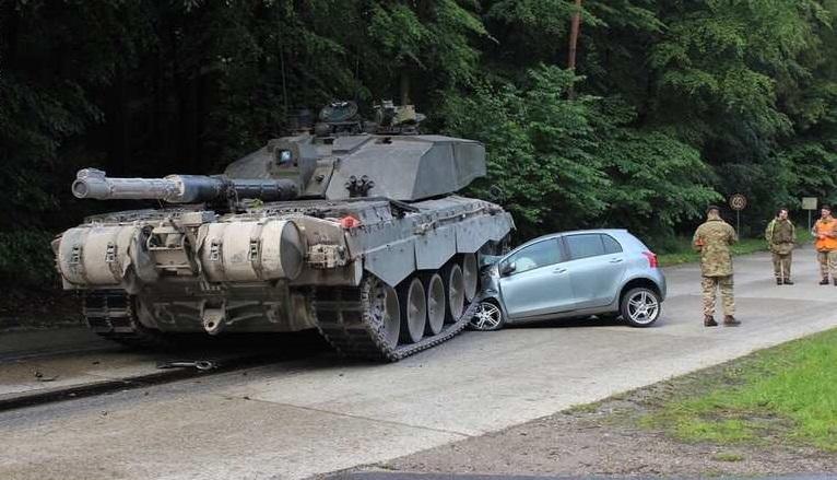 اصطدام مراهقة ألمانية بدبابة في شارع بالعاصمة الألمانية