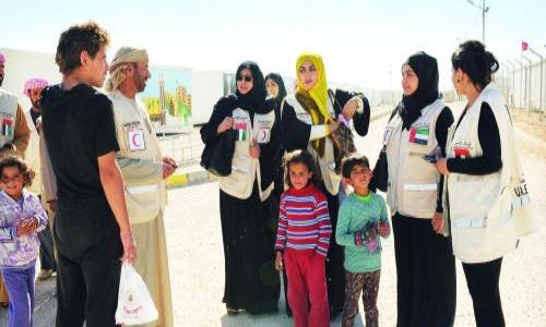 الشرطة النسائية الإماراتية تزور مخيمات اللاجئين السوريين بالأردن