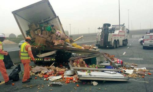 وفاة مواطن وإصابة آخرين في حوادث مرورية متفرقة في دبي