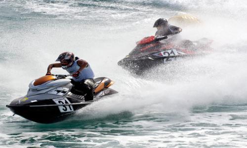 خليفة بن سلطان يكرم أبطال الإمارات للدراجات المائية