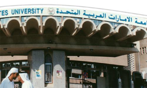 آلاف النسخ منالمتاجرون بالدين توزع على طلاب الجامعات