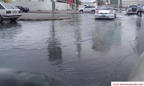 الأمطار تغمر منازل في الشارقة وتعيق حركة المرور
