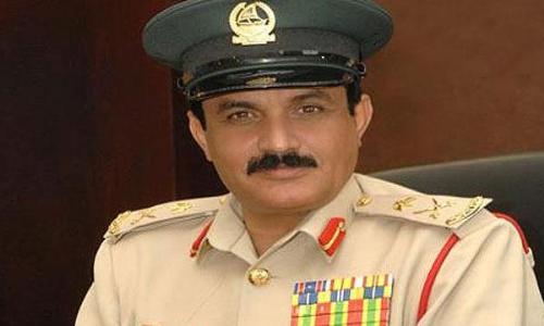 تقليد قائد شرطة دبي وسام الملك فيصل