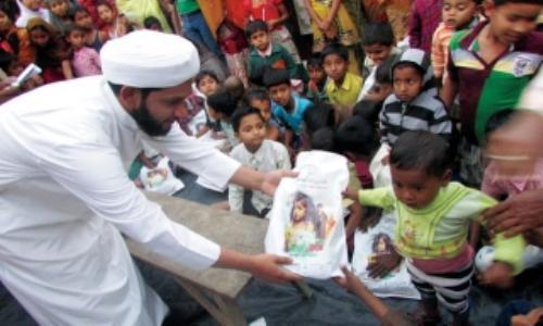 25 ألف طفل يستفيدون من كسوة محمد بن راشد بالهند