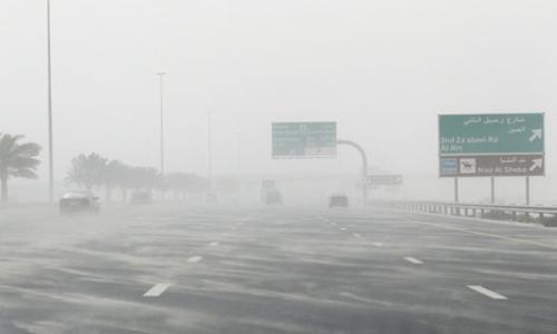 الأرصاد الجوية: تدني مدى الرؤية وتحذير من الانزلاقات