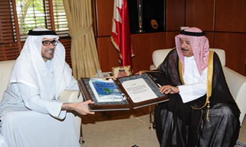 مناقشات إماراتية بحرينية للتعاون الإعلامي