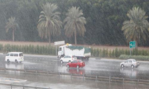 الشرطة تتلقى 1391 مكالمة أثناء الأمطار في أبوظبي