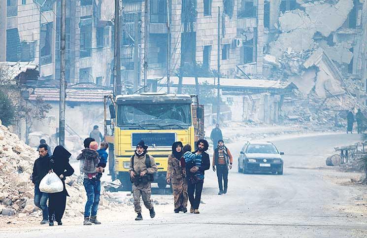 مليشيات شيعية تنفذ إعدامات ميدانية في حلب ومجزرة كيماوية في حماة