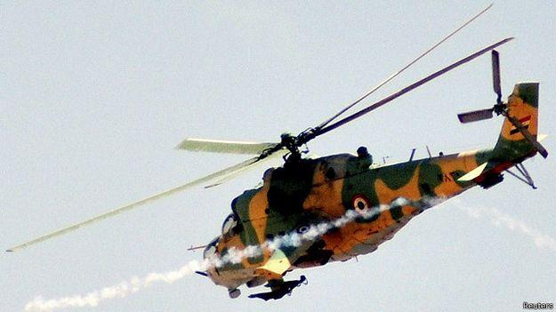 سقوط طائرة مروحية تابعة للنظام السوري ومقاتلو المعارضة يأسرون طاقمها