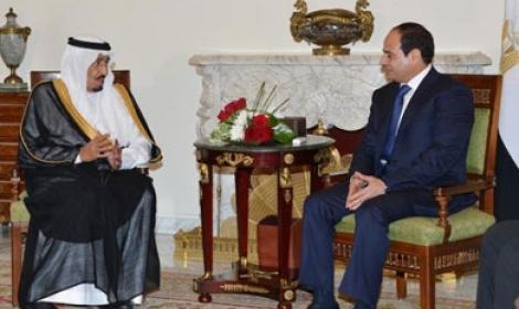 الملك سلمان يتجاهل لقاء السيسي في عزاء عبد الله