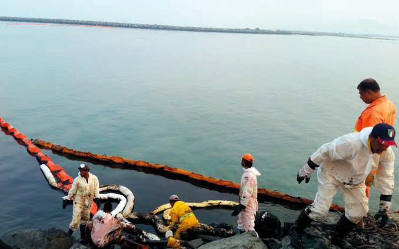 التلوث النفطي يضر 300 قارب صيد ويرفع أسعار الأسماك في كلباء