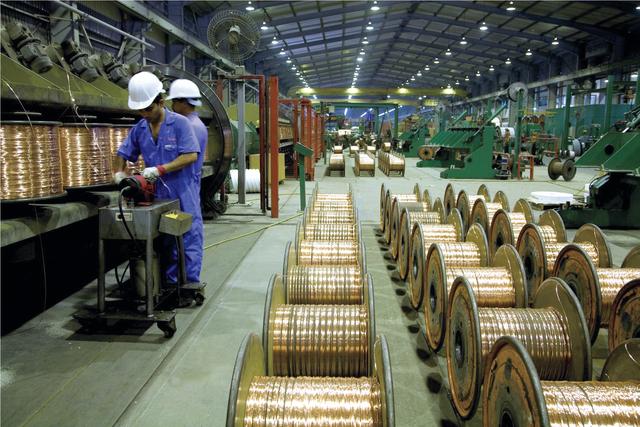 125 مليار درهم استثمارات القطاع الصناعي في الدولة