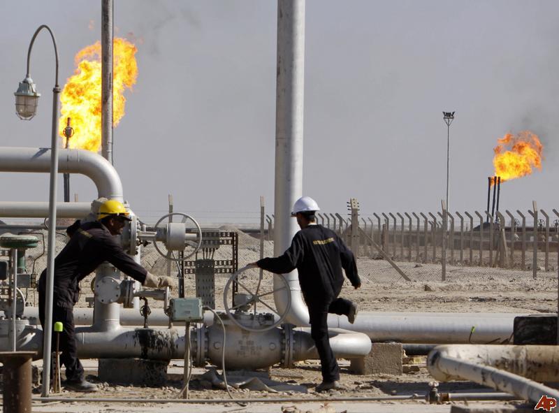 النفط الخام يرتفع قليلا وخام برنت قرب أدنى مستوى في أسبوعين