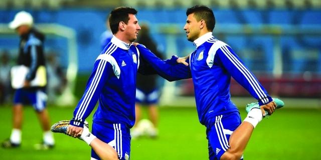 أغويرو يسعى لضم ميسي إلى مانشستر سيتي