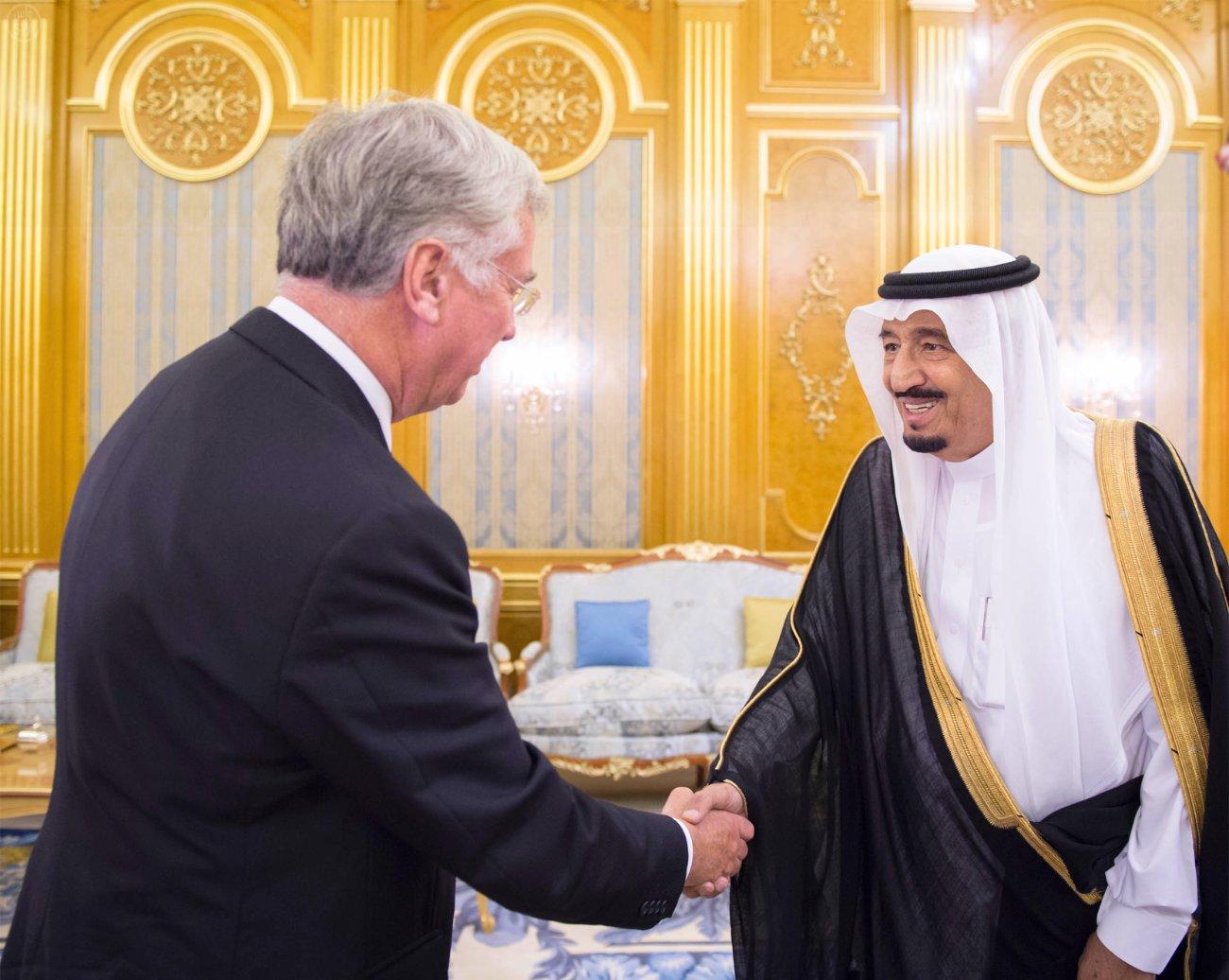 ولي العهد السعودي ووزير الدفاع البريطاني يبحثان مستجدات المنطقة