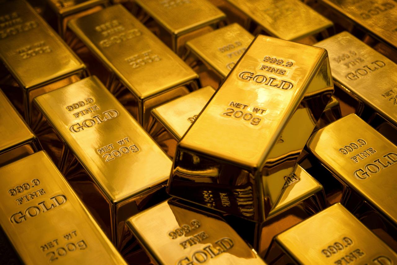 الذهب يقفز فوق 1250 دولاراً مع الإقبال على الملاذات الآمنة