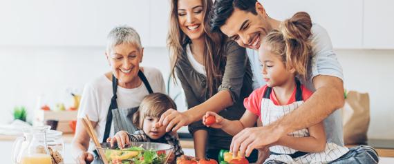 طعامك في المنزل يحميك من البدانة.. ومشاهدتك للتلفاز تزيدها