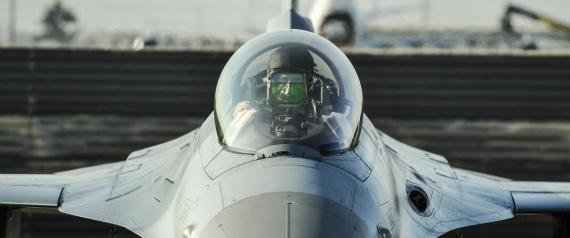 عُمان تتسلح بطائرات حربية وأنظمة اتصالات متطورة