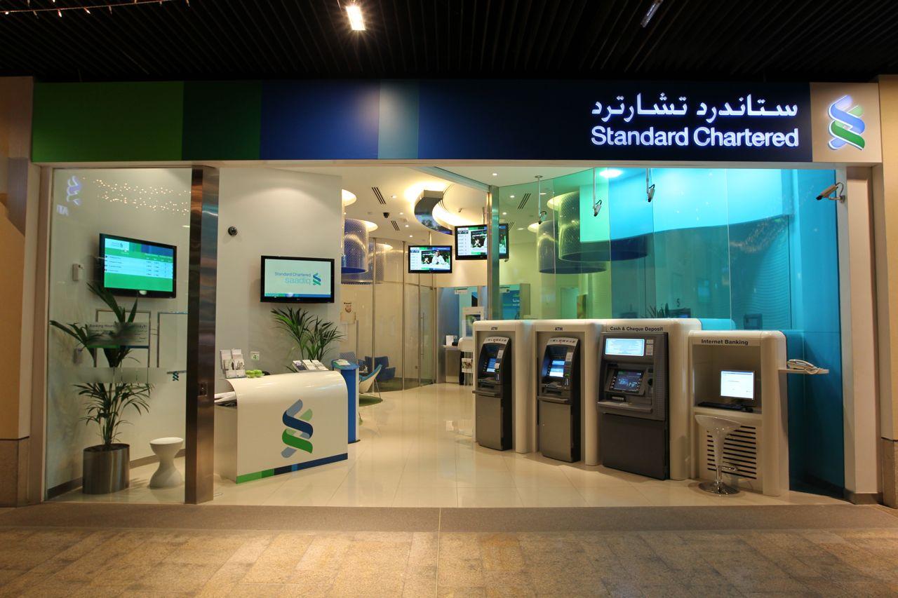 بنك بريطاني يسعى إلى بيع جزء من نشاطه في الإمارات