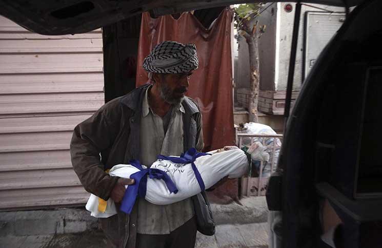 مقتل 19 شخصا بينهم 6 أطفال في غارات النظام السوري على الغوطة الشرقية