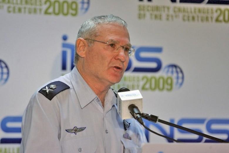 مسؤول أمني إسرائيلي: العرب والأتراك يهددون بمسدس فارغ