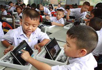 دراسة: الأجهزة الذكية تشتت أفكار الطلبة خلال الدرس