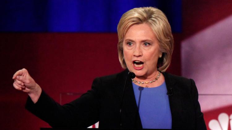 كلينتون: مدير (إف.بي.آي) هو سبب خسارتي الانتخابات