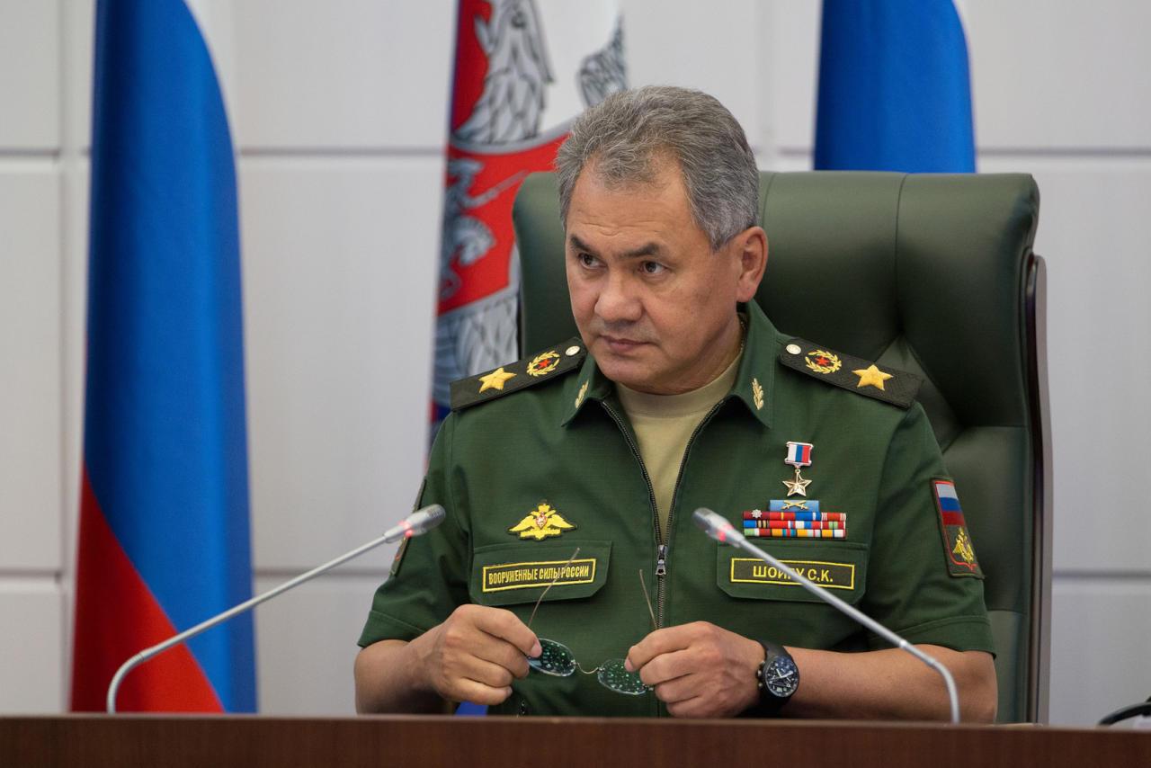 وزير الدفاع الروسي يزور