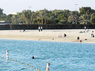بلدية أبوظبي تعاود فتح شاطئي الكورنيش والبطين أمام الجمهور