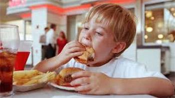 أنماط الغذاء الغربي يقلل عُمر الإنسان ويدمر البيئة