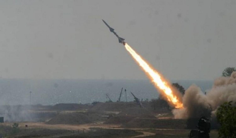 الحوثيون يعلنون إطلاق صاروخ باليستي على جنوب غرب السعودية