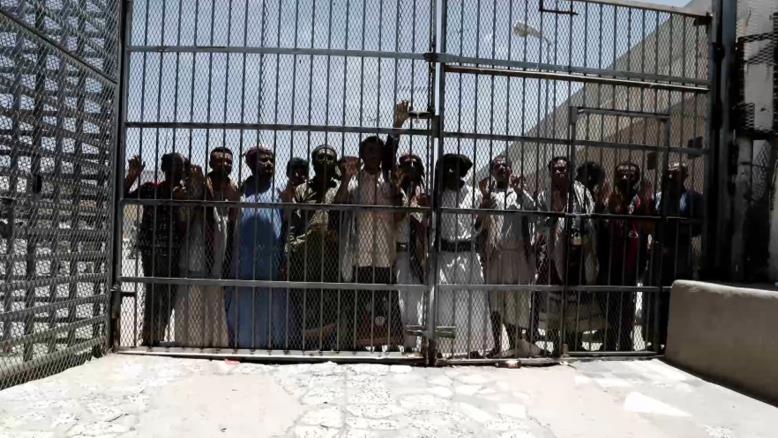 تقرير أممي يزعم: اعتراض شاحنة رقمها من دبي تهرب للحوثيين مكونات طائرات