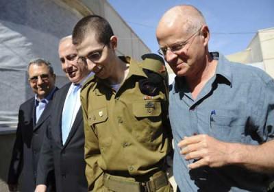 إسرائيل تكشف عن يوميات شاليط في الأسر.. اختار الخنوع ولم يكن بطلا