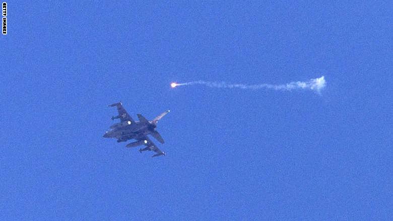 إسرائيل تقصف أهدافا قرب مطار دمشق الدولي