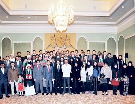 عبدالله بن زايد يلتقي الطلبة الإماراتيين الدارسين في كندا