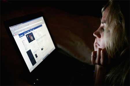 فيسبوك يسبب الاكتئاب وقلة الثقة بالنفس للفتيات