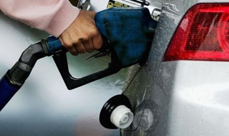 عاصفة الحزمترفع أسعار المنتجات البترولية في مصر 13%