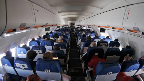 هبوط طائرة ركاب بسبب الشجار بين الركاب
